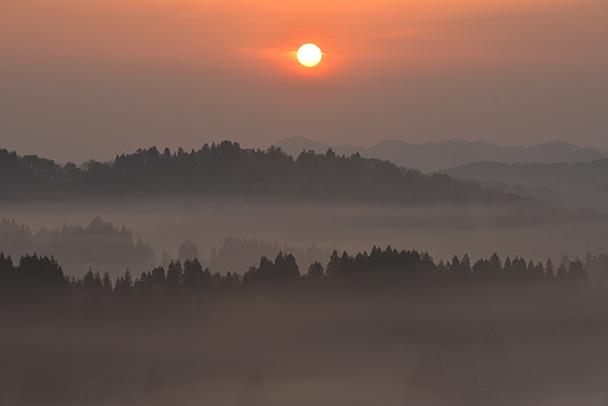 【美しい夕日・夕焼け写真】の撮り方とは?一眼レフで3つのポイントを設定 | カメラ買取りナビさん